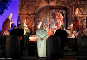 Paus di Kandang Natal Lapangan St Petrus