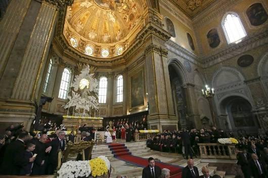 Katedral Naples di mana relikwi Santo Yanuarius disimpan