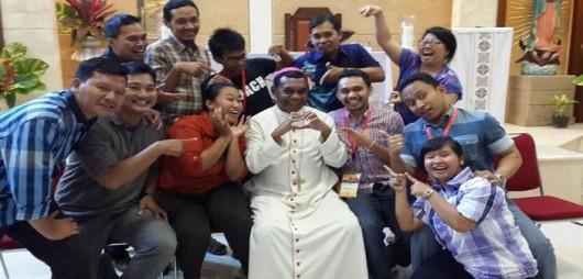 Mgr.-John-Philip-Saklil-foto-bersama-peserta-Rapat-Pleno-Komkep-KWI-702x336