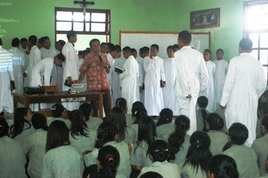 Rm. Sipry, para frater, siswa-siswi Suria