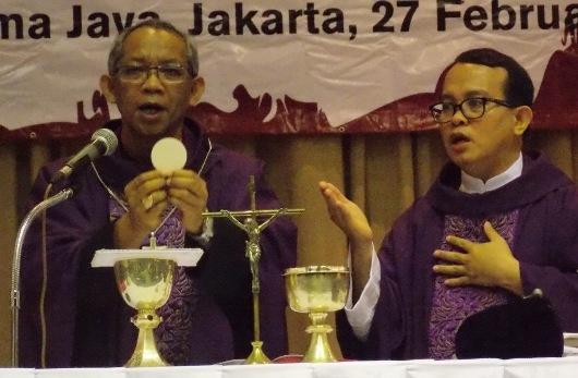 uskup bruno dan rm joni