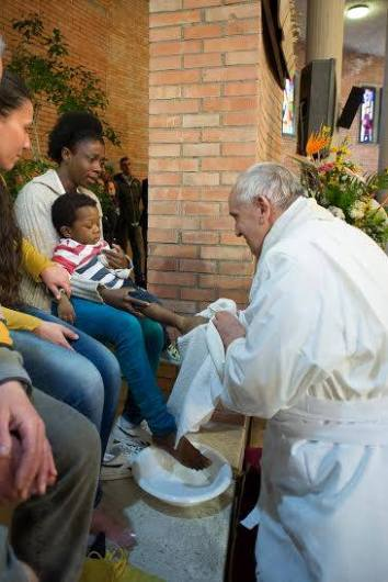 Paus Membasuh Kaki Tahanan 3