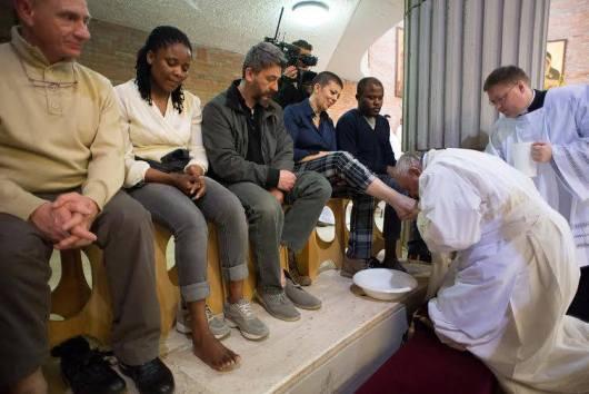 Paus Membasuh Kaki Tahanan 4