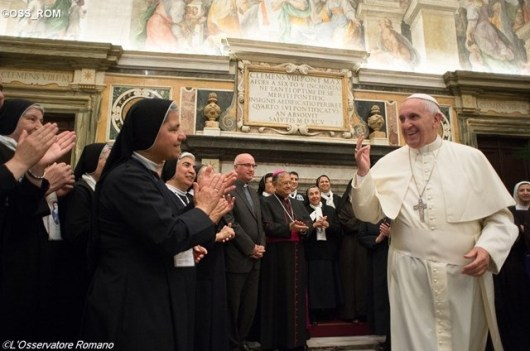 Paus dengan para biarawati Timur Tengah