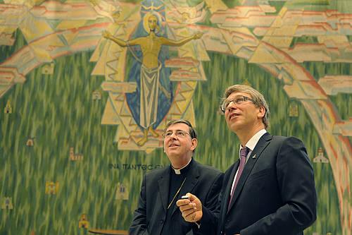 Kardinal Kurt Kock dan Pendeta Dr Olav Fykse Tveit (kanan)