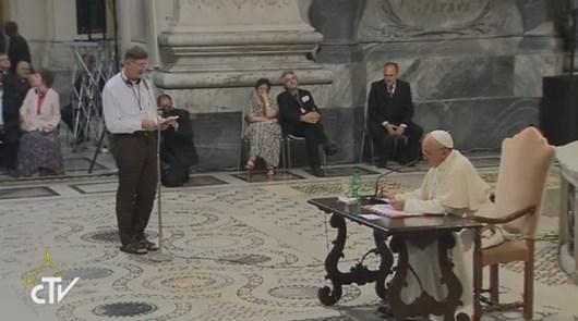 aus menjawab pertanyaan para imam dalam retret internasional