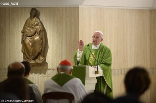 Paus Fransiskus merayakan Misa di penginapan Santa Marta