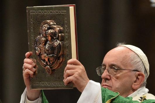 Paus membuka Sinode tentang Keluarga dengan Misa