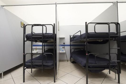 tempat tidur untuk tunawisma
