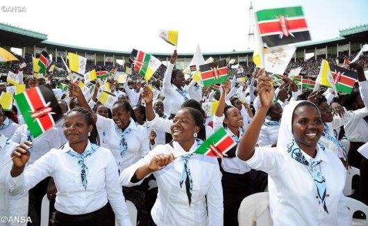 Kaum Muda Kenya menyalami Paus Fransiskus, Foto ANSA