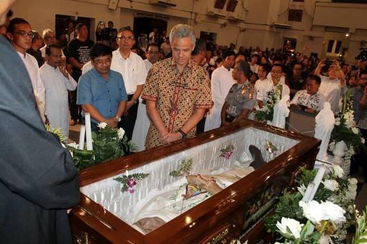 Mgr Puja dan Gubernur Jateng Ganjar Prabowo