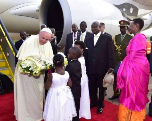 Paus tiba di Uganda