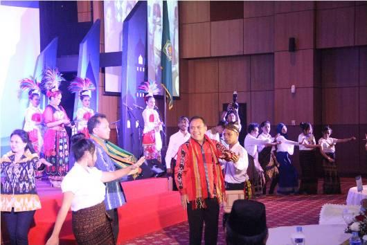Gubernur NTT saat penerimaan Harmony Award
