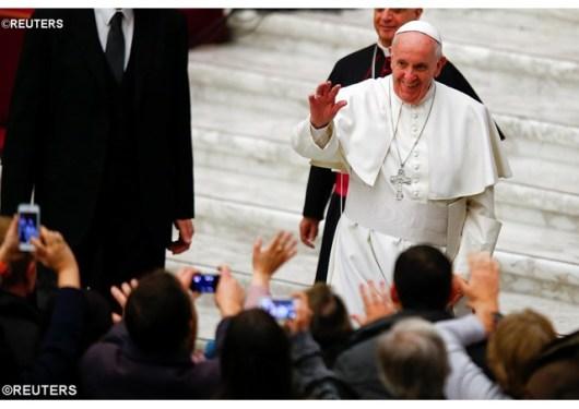 Paus kepada para pekerja tempat suci