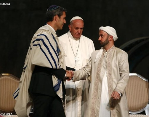 Pope Francis asks for prayers for interreligious dialogue1