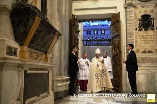 Pope Francis opens Holy Door at St Mary Major1