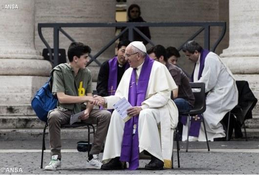 Paus dengarkan pengakuan dosa