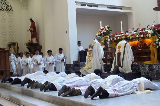 Tahbisan imam di Manado5
