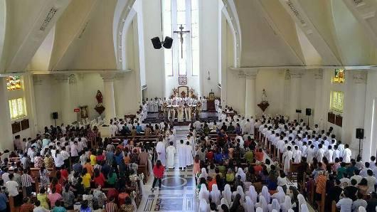 Tahbisan imam di manado2 dari P Kris Ludong