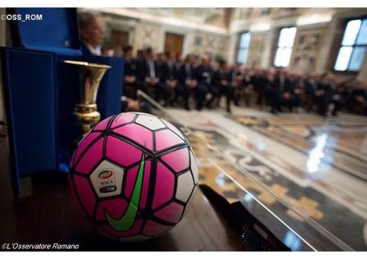 Paus menerima Yuventus dan AC Milan1