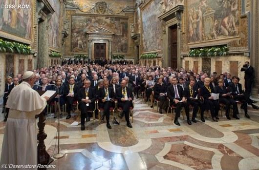 Paus menerima hjadiah perstuan Eropa