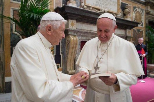 Bnediktus XVI dan Paus Fransiskus