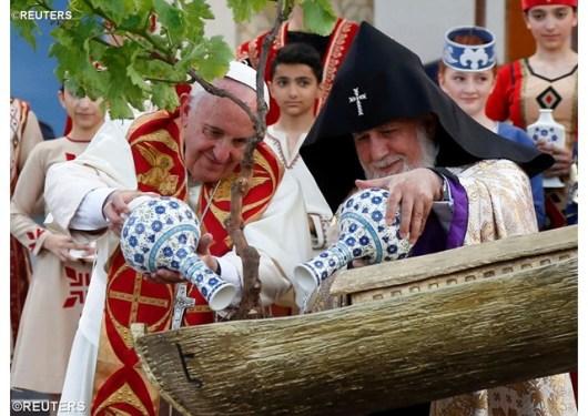 Paus Fransiskus dan Katolikos Karekin II 1