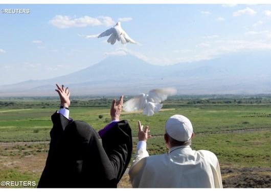 Paus Fransiskus dan Katolikos Karekin II
