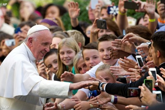 Paus salami anak-anak sekolah di Washington tahun 2015