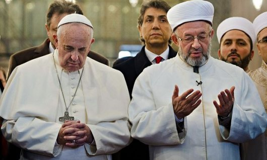 Pope-Francis-and-Grand-Mu-012