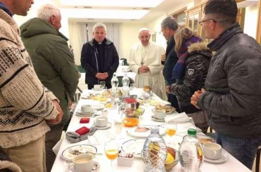 paus-sarapan-bersama-tunawisma