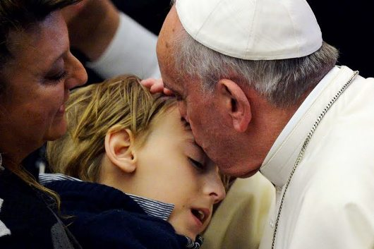 Pope-Francis-kisses-sick-child