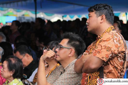 Paulus Christian Prabowo  (kanan) dan Archadius Aldy Rama (kiri) dari Paroki Tebet. Foto PEN@ Katolik