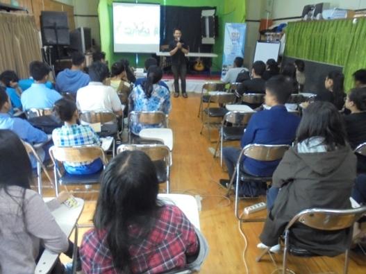 Peserta workshop menerima materi dari pemateri dan sekaligus mempratekkan menulis berita, Minggu, (26- 3- 2017) (2)