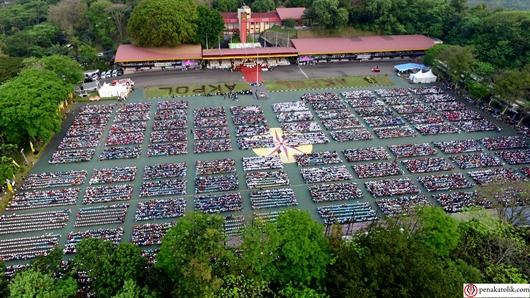 Suasana Lapangan Bhayangkara Akademi Kepolisian (AKPOL) Semarang, serta lebih dari 15.000 umat yang hadir termasuk lomba koor berkekuatan 500 orang, Foto Soni P/PEN@ Katolik