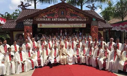 Mgr Agustinus Agus