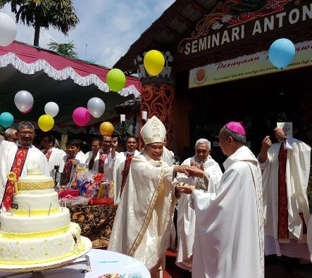 Mgr Agustinus Agus3