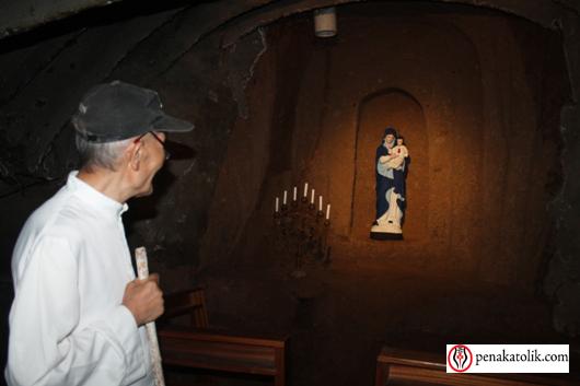 Pastor Jacobus Ludovikus Wagey Pr menjelaskan tentang Gua Maria Bunda Hati Kudus Yesus Lotta