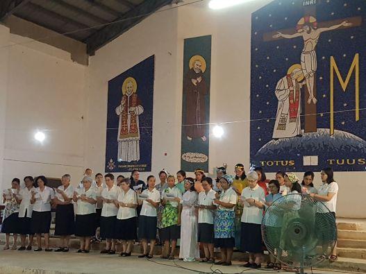 Suasana Malam Panggilan, sebelum Misa Pengikraran Kaul Kekal, yang diikuti semua suster dalam komunitas.