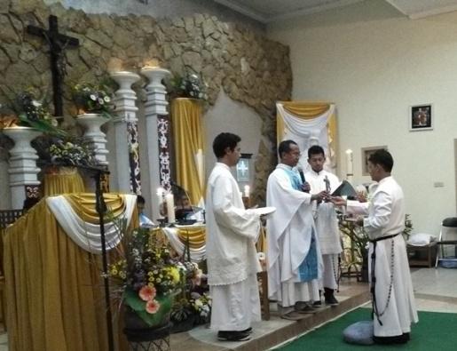 Frater Albertus Arif SMM ketika menerima Kaul Kekal. Selasa, 15 Agustus 2017 (1)
