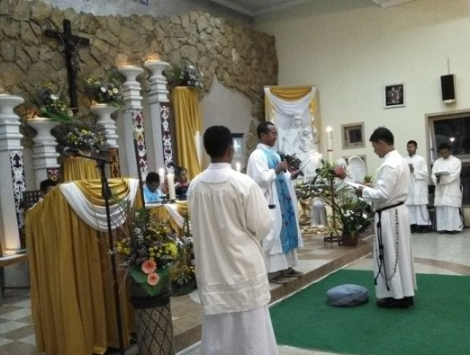 Frater Albertus Arif SMM ketika menerima Kaul Kekal. Selasa, 15 Agustus 2017 (7)