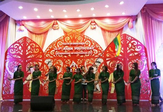 pentas budaya kontingen dari Myanmar OK