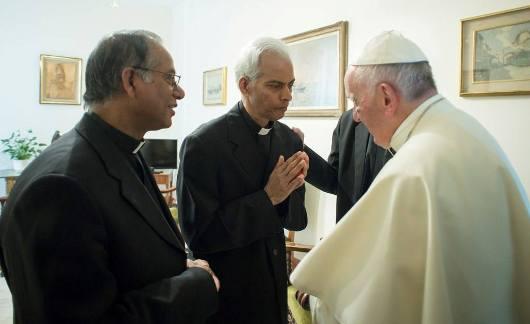 Fr Tom dan Paus 1