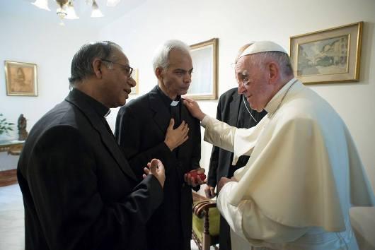 Fr Tom dan Paus 2