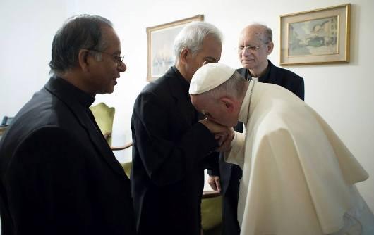 Fr Tom dan Paus 3