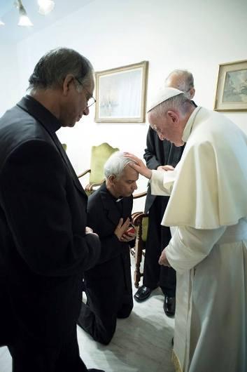 Fr Tom dan Paus