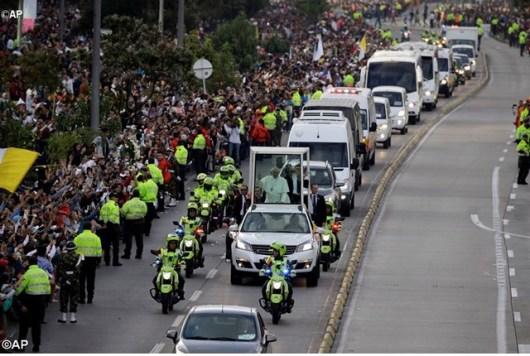 Paus Fransiskus di sepanjang jalan menuju Kedutaan Vatikan di Kolumbia
