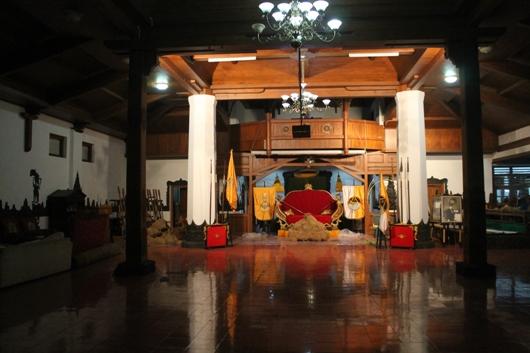 Aula yang pernah dipakai sebagai gereja