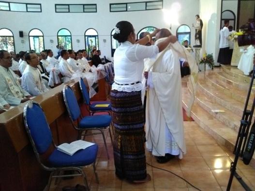 Misa 3 Diakon CP menjadi Imam di Bandulan Barat, Malang- Sabtu 28- 10- 2017 Uskup Pidyarto (10)