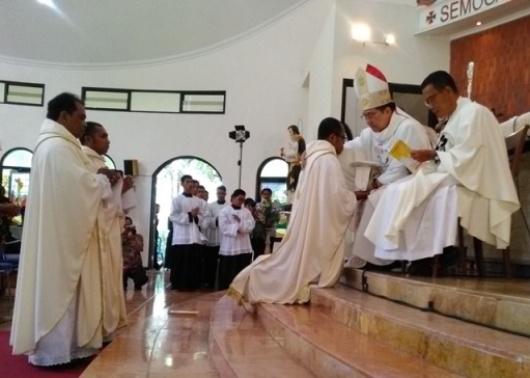 Misa 3 Diakon CP menjadi Imam di Bandulan Barat, Malang- Sabtu 28- 10- 2017 Uskup Pidyarto (16)